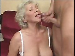 Oma  -  Alte Internatsuniform
