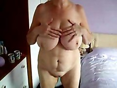 Mummy Rubbing Her Pussy In Tanning Bed  Hidden Cam