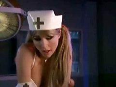 Sarah Chalke : Sexy Nurse