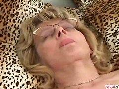 Tasting Pussy Of Hot Mom!