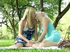 Pretty Lesbos Outdoor