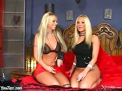 Playful Lesbos Eat Each Other